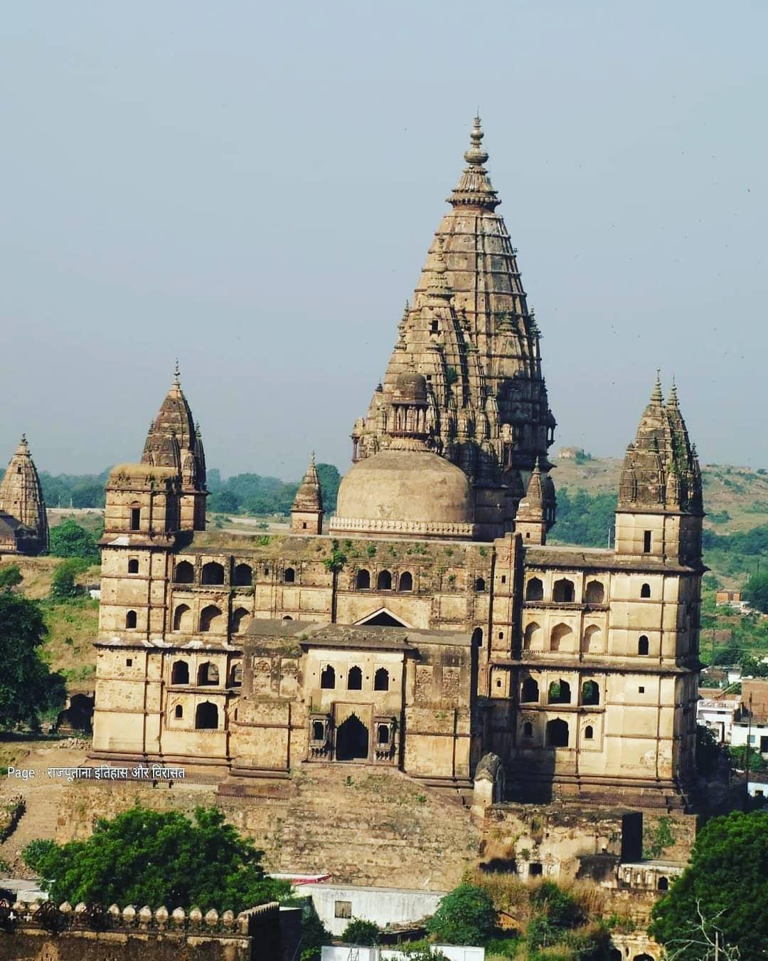 चतुर्भुज मंदिर (ओरछा - मध्य प्रदेश)इस मंदिर का निर्माण ओरछा के शासक मधुकर शाह ...