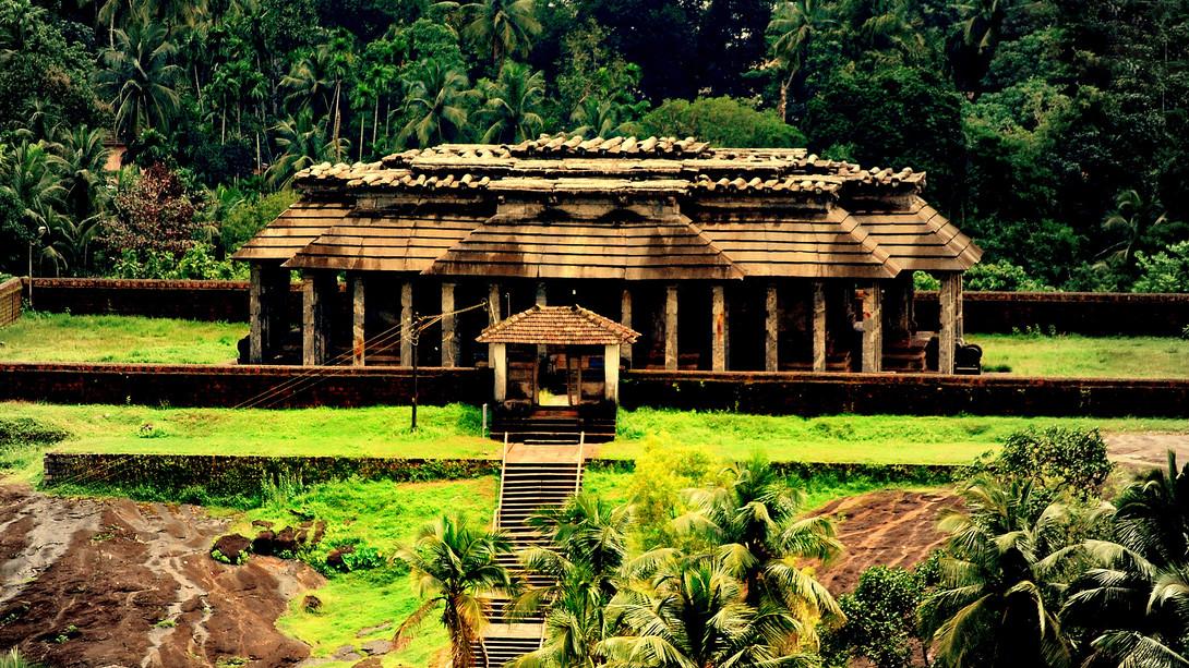 The-Temple-of-Chaturmukha-Basadi