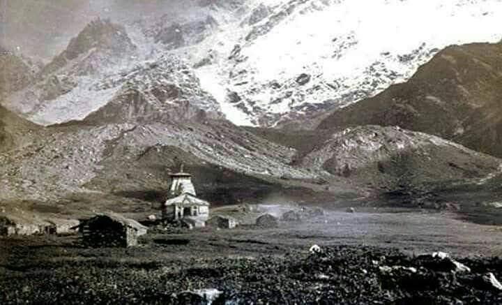 This is a picture of #Kedarnath in 1880's. And our Jagadguru Adi Shankaracharya ...
